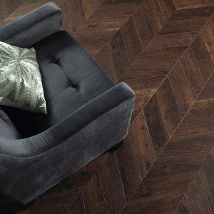 Amtico-SIgnature_Priory-Oak-in-Herringbone-Pleat-Laying-Pattern