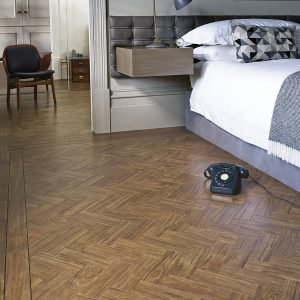 Amtico-Signature_Dry-Teak-in-Herringbone-Laying-Pattern