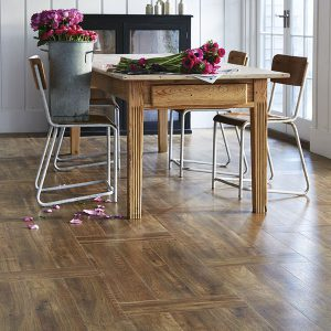 Amtico-Signature_Farmhouse-Oak-in-Plank-Weave-Laying-Pattern