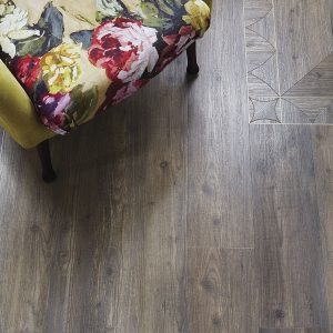 Amtico-Signature_Harbour-Pine-with-Gothic-Arch-Border